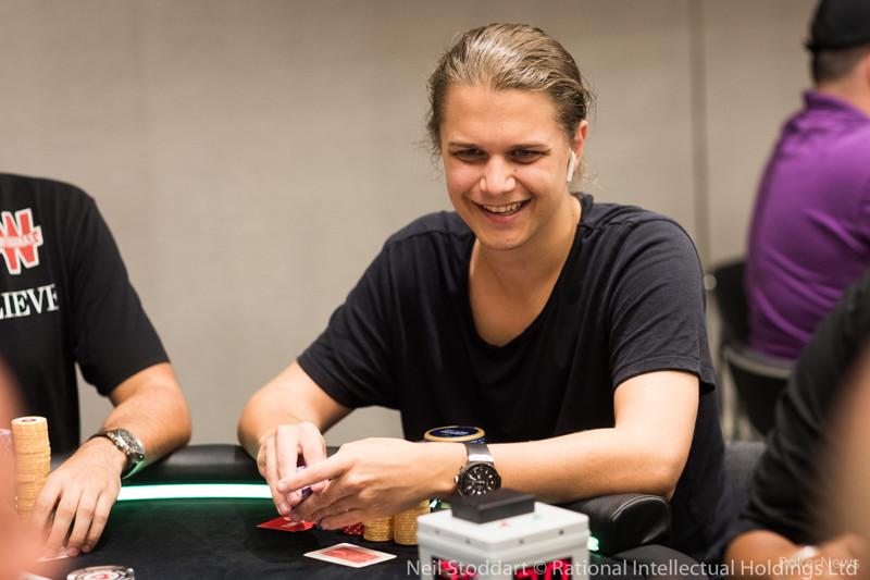 """Niklas """"lena900"""" Astedt wygrał plebiscyt na najlepszego pokerzystę turniejowego online w historii"""