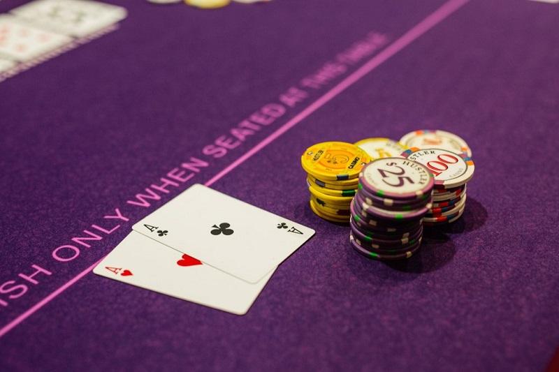 Analiza – blef za 443 big blindy w grze high stakes
