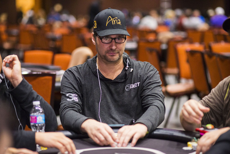 """Phil Hellmuth – Większość pokerzystów nowej generacji nie potrafi """"czytać"""" rywali"""